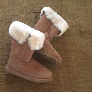 Shoes - ☃️☃️Sheepskin boots